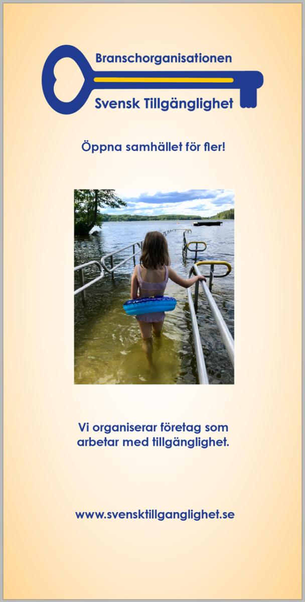 En roll up för Branschorganisationen Svensk tillgänglighet med ett barn på väg att bada m hj a ett räcke ut i vattnet.